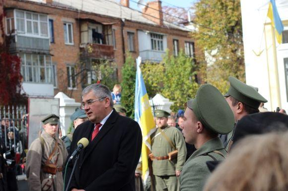 У Вінниці відкрили перший вУкраїні пам'ятник Петлюрі