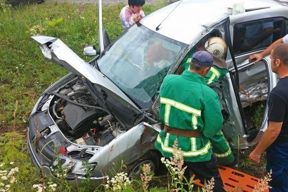 """Результат пошуку зображень за запитом """"рятувальники вирізали з автомобіля"""""""