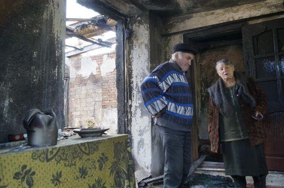 У будинок літньої пари Григорія та Ніни Ковальчуків з села Павлівка влучив артилерійський снаряд. Помешкання згоріло, залишились лише стіни