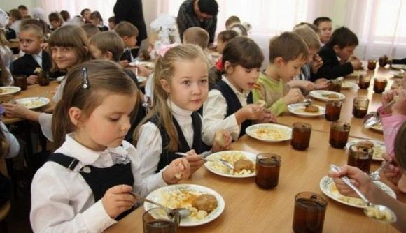 Какую еду давать детям с собой в школу: топ-5 правил