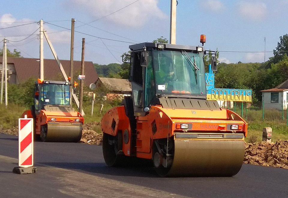 Ремонт дороги М-12 на в'їзді у Вороновицю