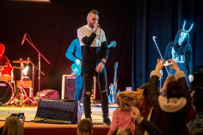 На изображении может находиться: Stroyan Sergii, на сцене, концерт, ночь и в помещении
