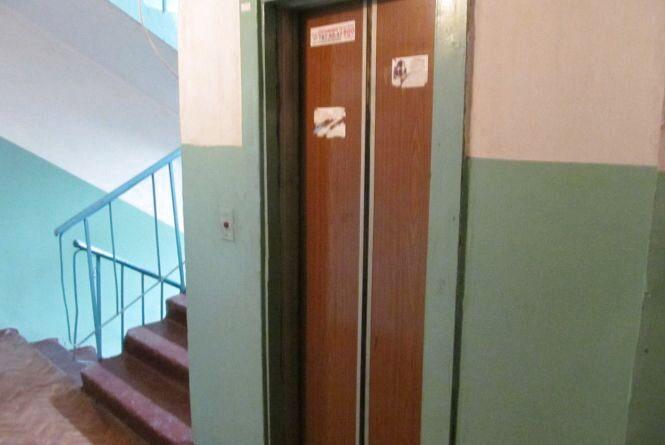 У багатоповерхівках Кам'янця зупинили 90 небезпечних ліфтів