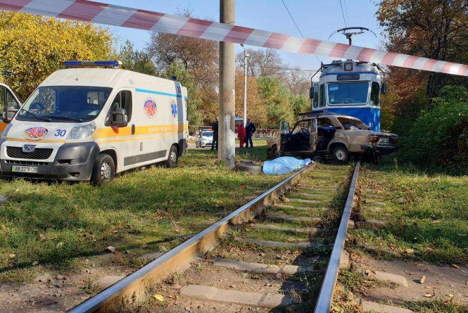 Смертельна ДТП на Стрілецькій: ВАЗ зіткнувся з трамваєм. Перші подробиці