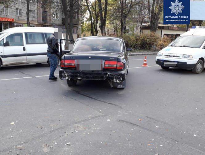 На изображении может находиться: автомобиль и на улице