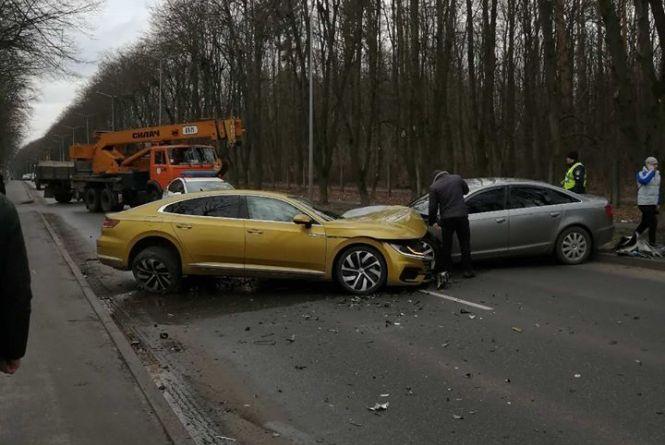 На Пирогова «лоб у лоб» зіткнулися Volkswagen та Audi (ОНОВЛЕНО)