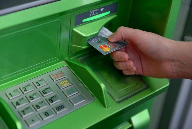 Афери з банківськими картками: яка схема — фейк, а що справді працює