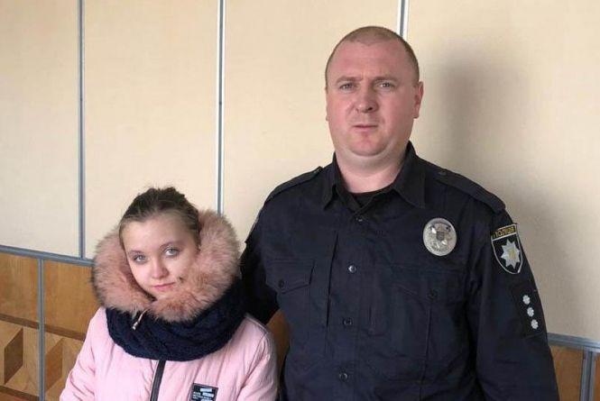 Цілу ніч поліцейські з собаками шукали 13-річну дівчинку. Чому мала втекла з дому?