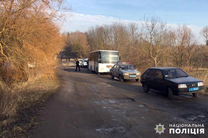 На изображении может находиться: автомобиль, дерево, небо, на улице и природа