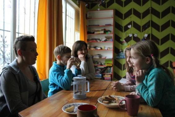 «Мам, мені нема коли жити»: чому вінницькі батьки обирають для своїх дітей домашню освіту