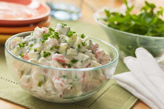 Весняний салат з йогуртом
