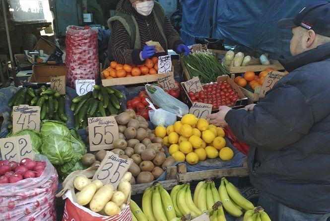 Що по чому: скільки коштують овочі та фрукти на ринку «Привокзальний»