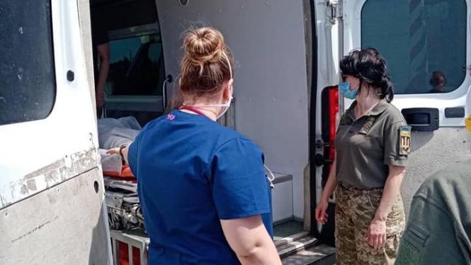 До Вінниці прибув борт з пораненими військовослужбовцями