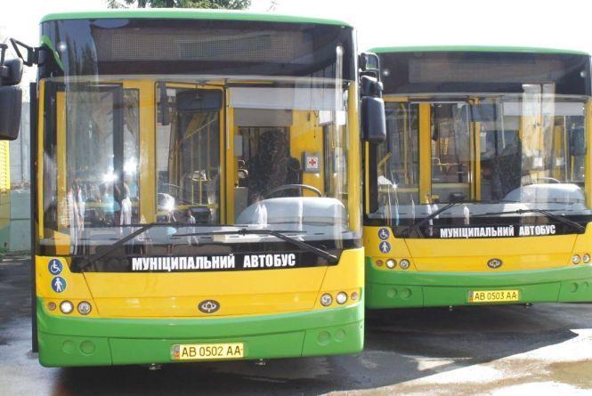 «Не можемо дістатися на роботу»: просять збільшити кількість автобусів на Вінницькі Хутори