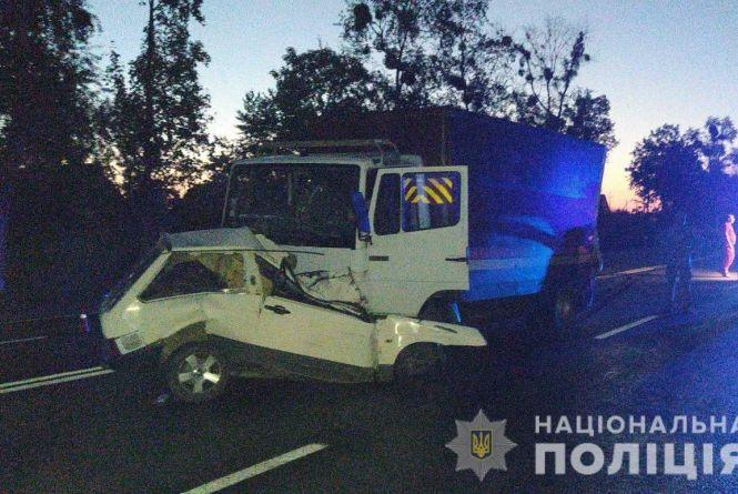 Двоє загиблих в ДТП у Гайсині: вантажівка підім'яла під себе «Ладу»