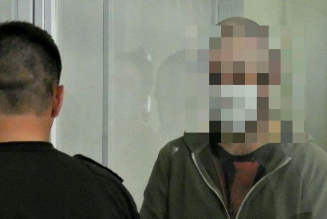 «Експертизою доведено: ніж у руках тримав саме він». Підозрюваний у вбивстві гвардійця заперечує свою вину