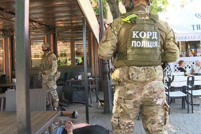 Двоє «авторитетів» влаштували нічний погром в ресторані. Їх біля Вежі затримав КОРД