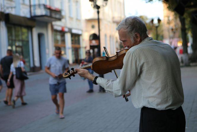 «Без гри на вулиці моє життя було би порожнім», — говорить незрячий скрипаль Валерій Сьомін