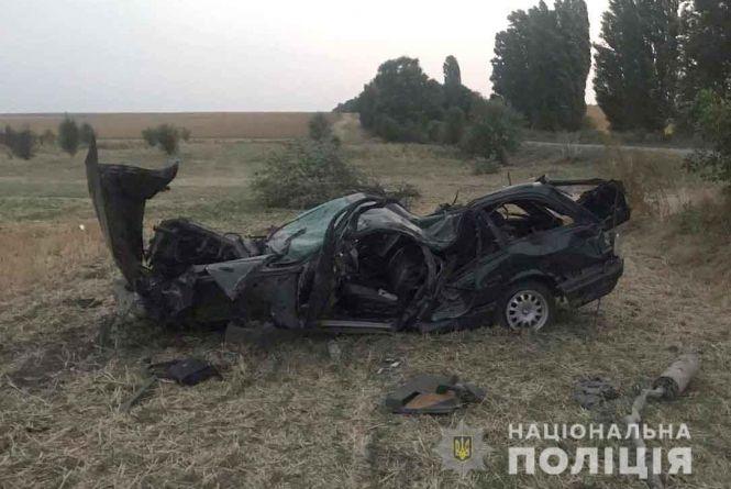 Суцільне месиво: біля Шаргороду водій на BMW злетів з дороги та перекинувся