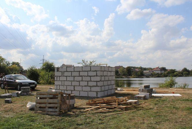 Вінничан обурила сумнівна забудова біля Вишенського озера. Що там зводять?