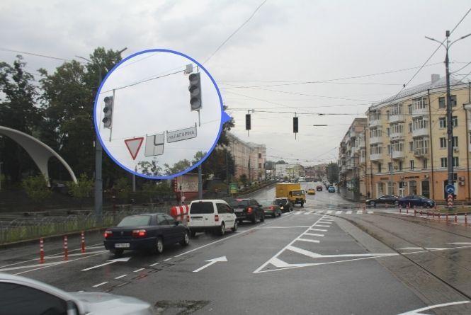 У жовтні на площі Гагаріна увімкнуть світлофори. Їх там буде 23 штуки