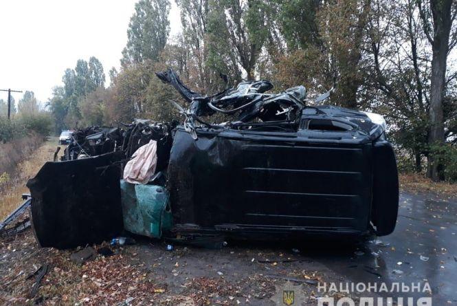 Водій Land Cruiser врізався у дерево. Один загиблий та четверо в лікарні