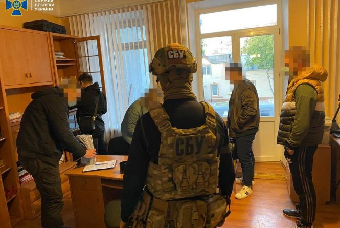 Корупція на Подільській митниці. Двоє інспекторів щомісяця «заробляли» по 80 тисяч