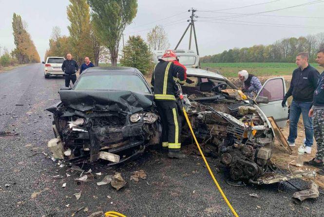 Моторошна ДТП біля Жмеринки: рятувальники діставали чотирьох постраждалих