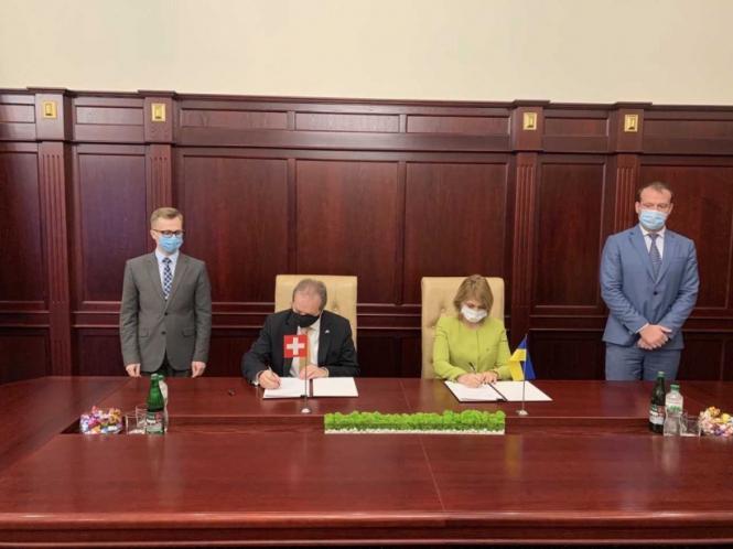 Ольга Стефанішина підписала Меморандум з Урядом Швейцарії про виробництво апаратів штучної вентиляції легень