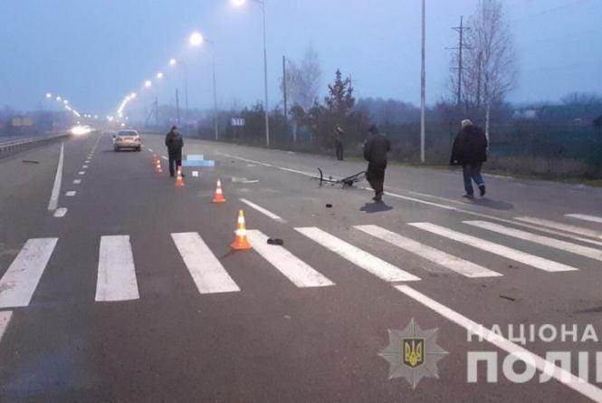 В Калинівці збили велосипедиста. Водій спішив до родички, яка потрапила в ДТП неподалік