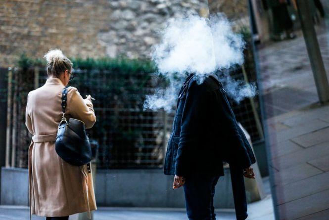 Заборонили продаж електронних сигарет неповнолітнім. Чим небезпечна ця альтернатива цигаркам?