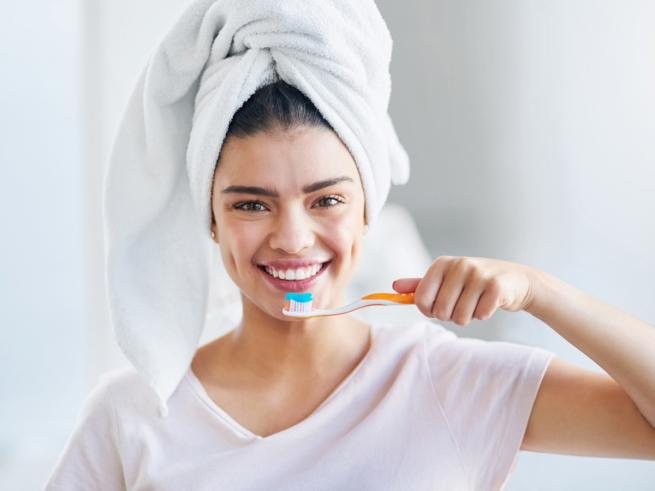 Сліпуче: як відбілити зуби в домашніх умовах » Eva Blog