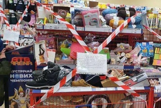 Чому у супермаркетах заборонено продавати шкарпетки? ТОП питань про локдаун