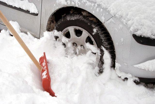 Як не буксувати в снігу: дієві поради екстремального водіння на слизькій дорозі - фото 443556