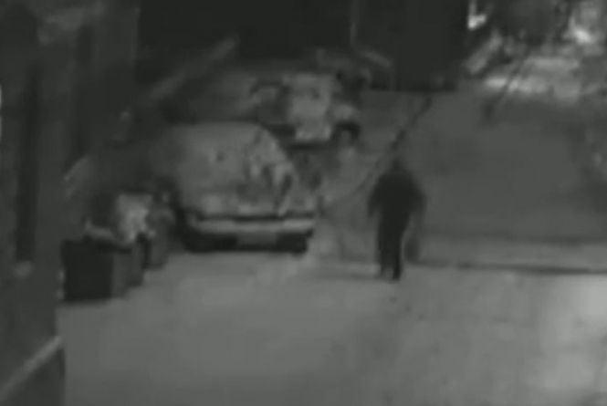 «Мене збила велика машина». На Соборній на тротуарі у снігу лежав чоловік