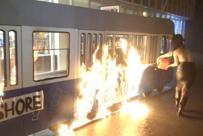 Як просувається суд над «феменкою», яка у 2017-му підпалила трамвайчик у центрі Вінниці