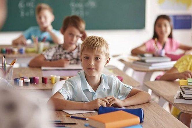 Повідомлення від вчителів: вінницькі школярі повертаються за парти 25 січня