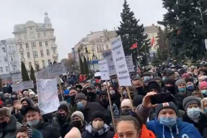 «Шмигаля на гілля»: вінничани вийшли на акцію проти підвищення тарифів