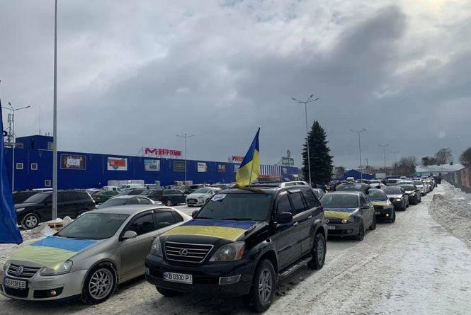 З прапорами та гучними сигналами: як у Вінниці протестували проти нового законопроекту