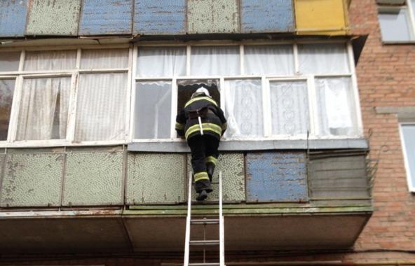 Рятувальники звільняли жительку «БАМу» із балконного полону