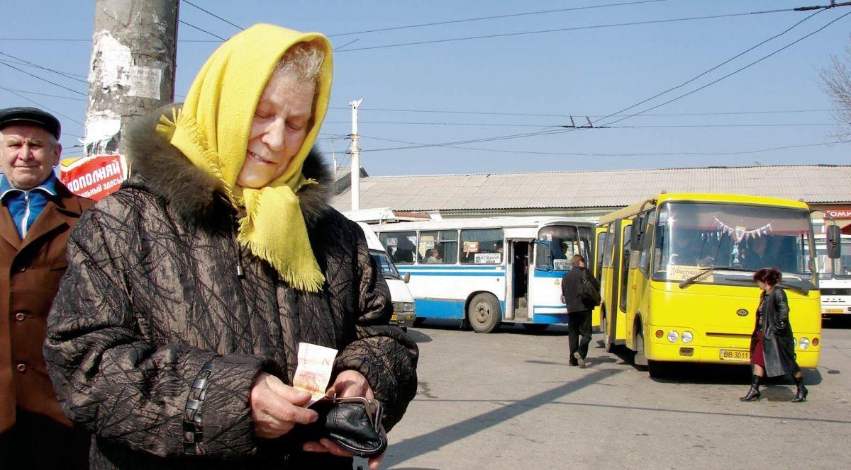 Картинки по запросу пенсіонери в маршрутці
