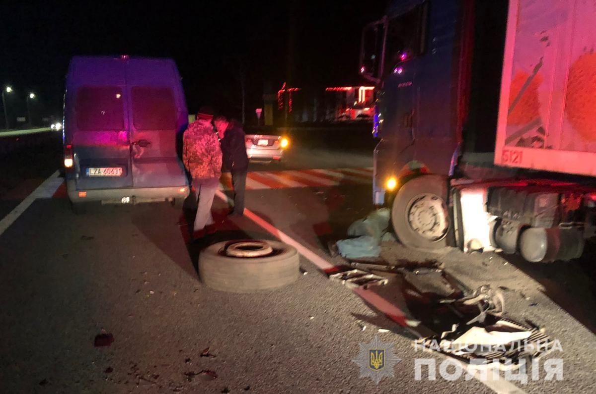 У Житомирському районі у результаті зіткнення трьох машин травмувалася жінка