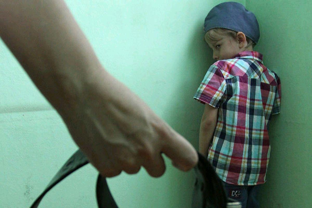 На Житомирщині мати-вихователька гумовим шлангом побила 8-річну вихованку дитячого будинку сімейного типу: розпочато кримінальне провадження