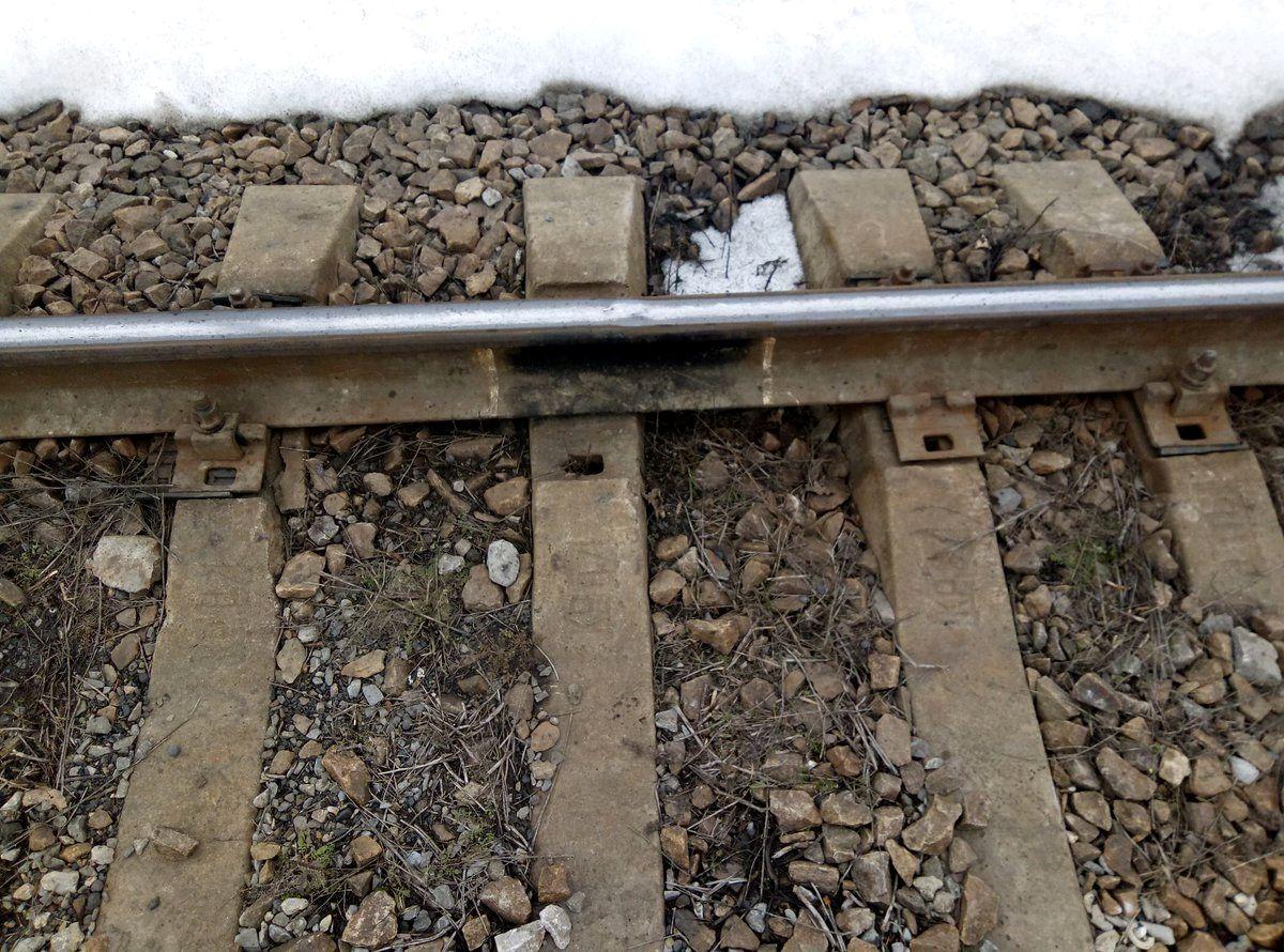 Біля Станишівки чоловік викручував болти з недіючої залізничної колії, - зловмисника затримано