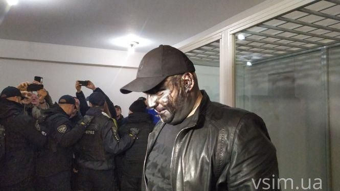 Скандального блогера Сороченка облили фарбою перед судом (ВІДЕО)