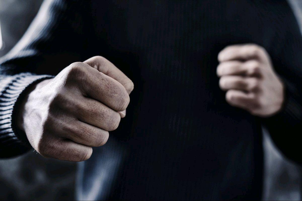 Увечері в суботу в Житомирі побили і обікрали киянина: чоловіка госпіталізовано