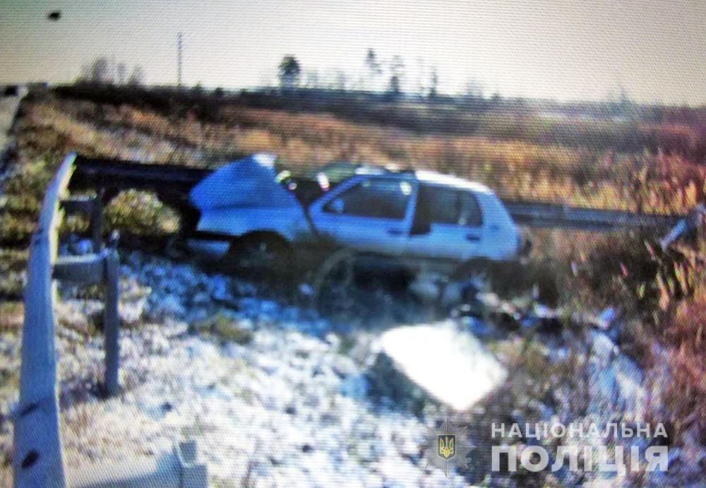 В Олевському районі автівка з'їхала у кювет: водій загинув