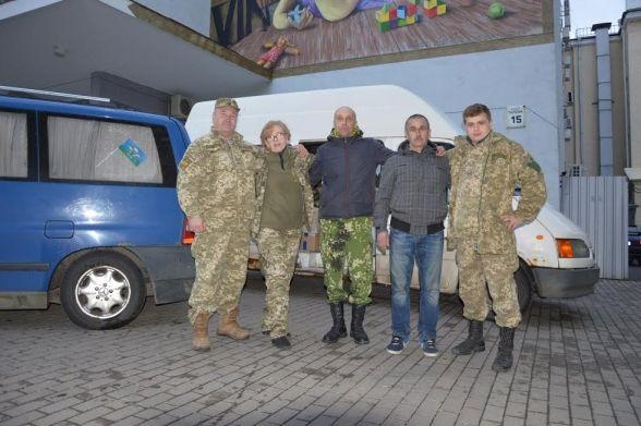 Вінницькі волонтери привезли допомогу армійцям і воїнам добровольчих батальйонів