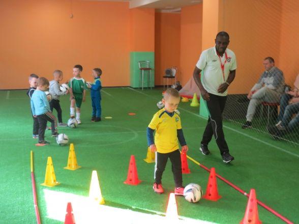 Капітан «Ниви-В» Колінс Нгаха відкрив Академію для дошкільнят