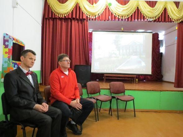 До школи-інтернату для дітей з вадами зору завітав призер Паралімпіади і благодійники зі спортивним інвентарем